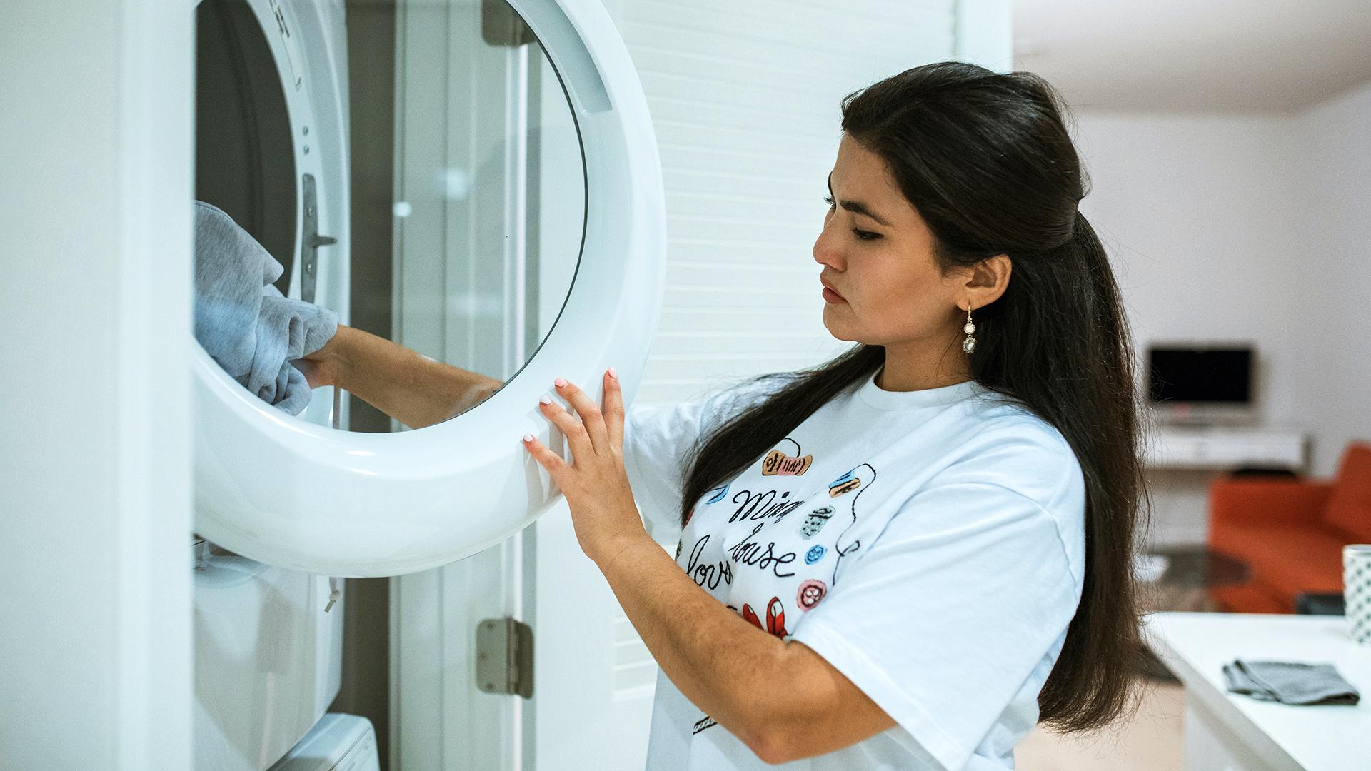Centrum PUCP: Mujeres dedican al hogar 17 horas semanales más que los hombres
